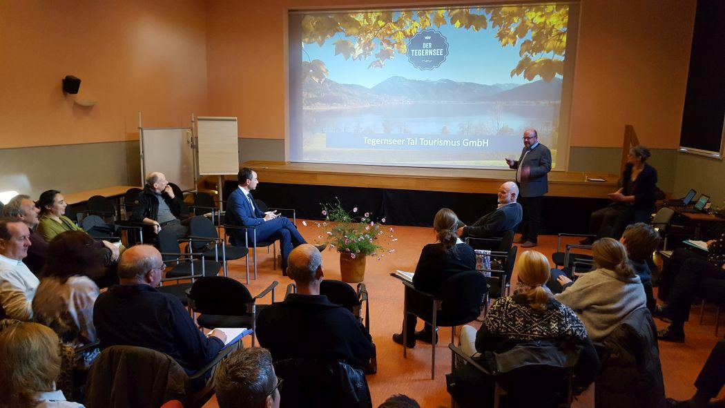Im Alten Kino in Lychen trafen sich Gastgeber, Touristiker und Vertreter der öffentlichen Hand.