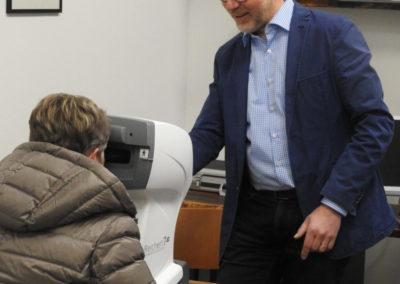 mesure eye pressure - bei der Augendruckmessung
