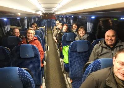 Ende - gut gelaunt im Bus nach einem langen Tag!